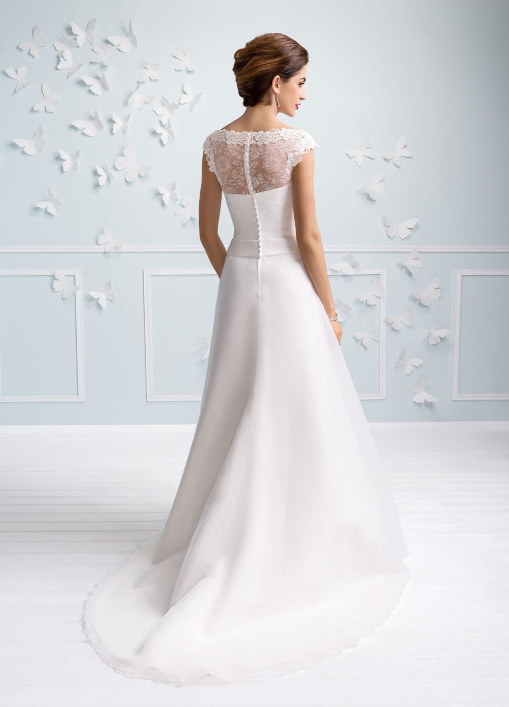 2d9fdfb98880 Abiti Da Sposa Su Misura ~ Praga vendita online abiti da sposa su misura  sposatelier