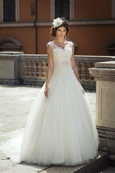 maggie- abito da sposa a palloncino con corpetto di strass