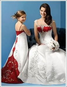 abito-da-sposa-bianco-e-rosso-damigella