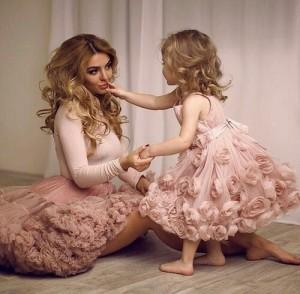 Vestiti Eleganti Mamma E Figlia.Abiti Da Sposa E Cerimonia Per La Mamma E Per La Figlia