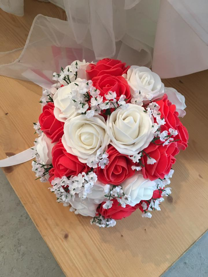 Bouquet Sposa Rose Bianche E Rosse.Bouquet Sposa Online Economico Finto Con Rose Rosse E Rose