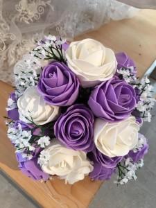 elegante Bouquet Sposa online economico finto con rose bianche e viola