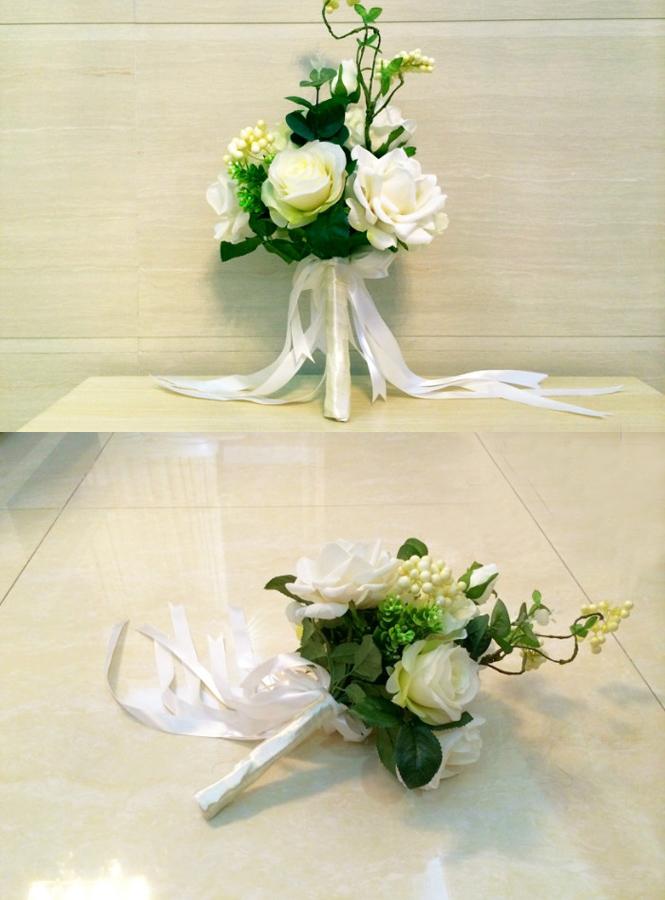Bouquet Sposa Online.Bouquet Sposa Elegante Con Fiori Bianchi Artificiali Onlinesposatelier