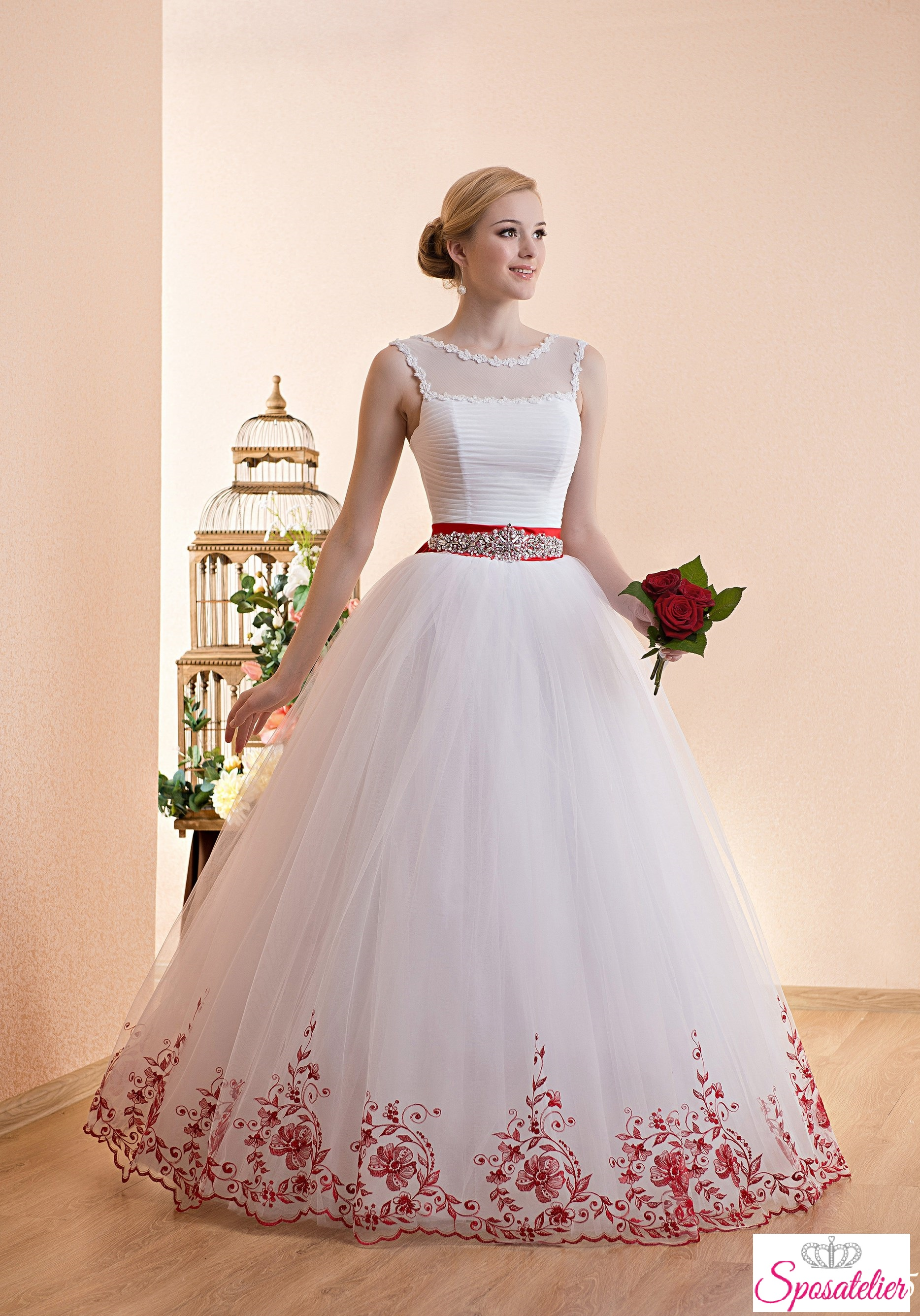 Abiti sposa rossi e bianchi