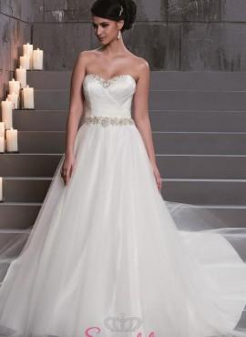abiti da sposa ampio e principesco con strass sul corpetto a cuore