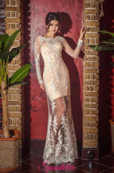 Vestito da sposa di pizzo color champagne con gonna trasparente ricamata