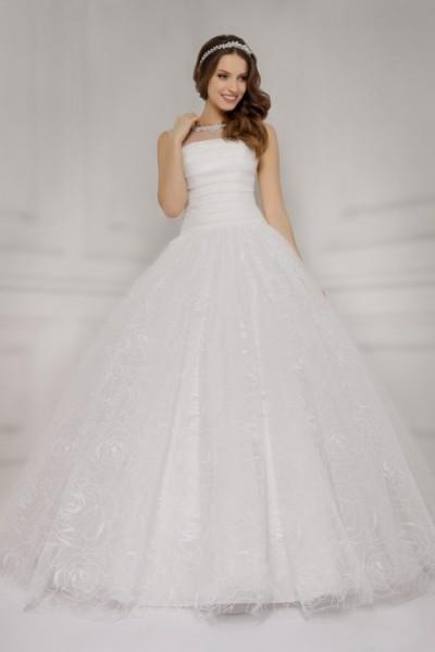 abito da sposa  con scollo dritto e gonna ampia Economico online