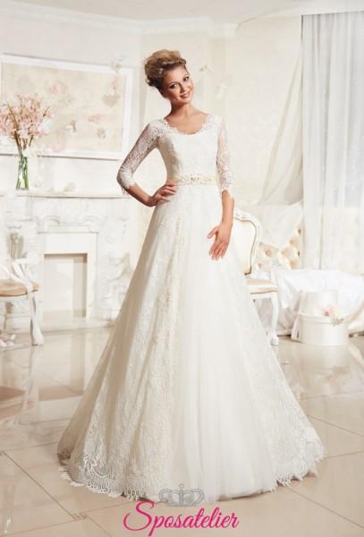 Abiti da sposa elegante di pizzo con cintura ricoperta da strass