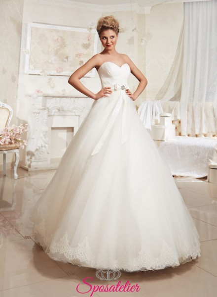 buy popular 89bd5 c9fed abiti da sposa con gonna ampia e cintura in SWAROVSKI per un matrimonio  romantico