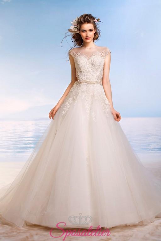 Vestiti Da Sposa Avorio.Abiti Da Sposa Di Tulle E Pizzo Color Avorio Collezione