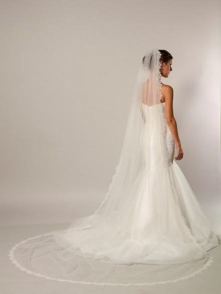 velo sposa cattedrale on line economico orlato in pizzo lungo 3 metri