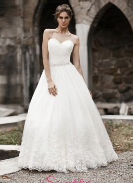 abiti da sposa con scollo a cuore cinturino di strass gonna a line