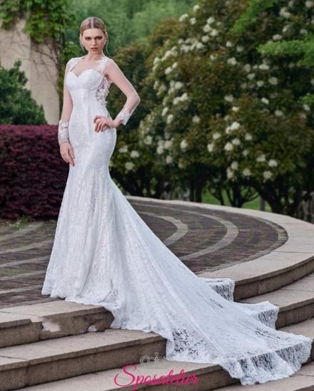 abito da sposa a sirena con strascico lungo in pizzo online e maniche lunghe
