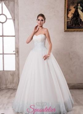 abito da sposa con inserti colorati celeste particolare 2018