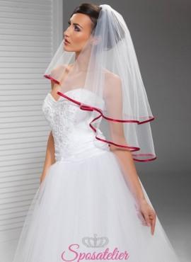 velo sposa particolare con orlo in raso rosso