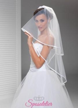 Velo da sposa con orlo in raso bianco