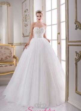 abiti da sposa gonna ampia e strascico con corpetto ricamato con perline