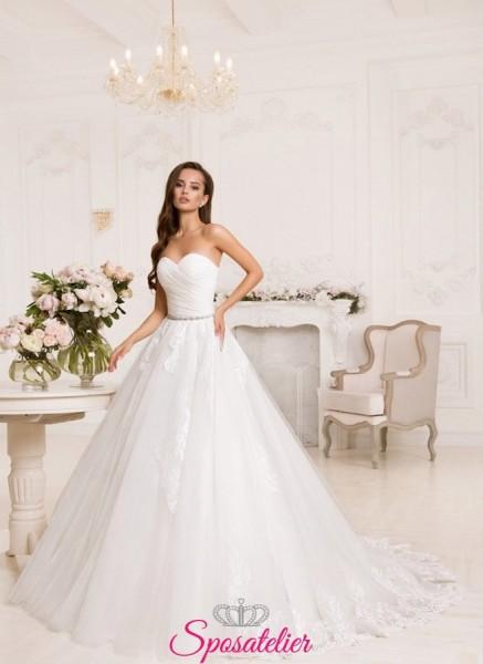 abiti da sposa online con gonna di tulle e corpetto in raso