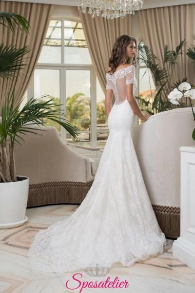 abiti da sposa a sirena con scollo a barchetta e schiena trasparente