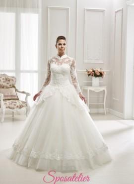 abiti da sposa accollati a maniche lunghe e gonna a nuvola