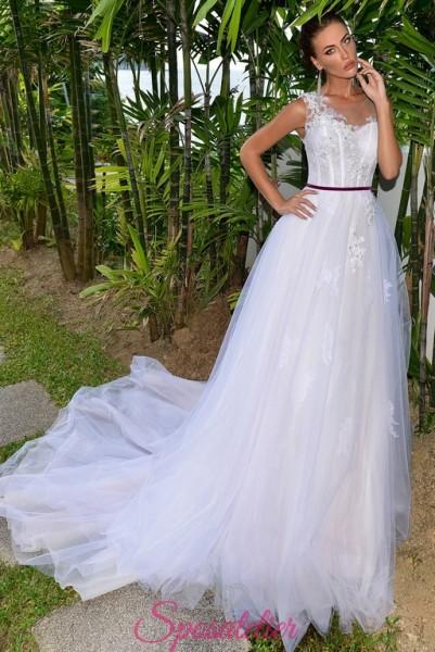 abiti da sposa  modello scivolato ricamato e su misura