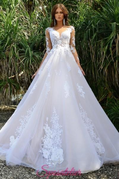 abiti da sposa con gonna ampia e schiena ricamata italiani vendita online