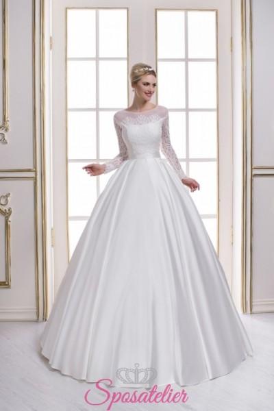 abiti da sposa con scollatura velata trasparente e maniche lunghe