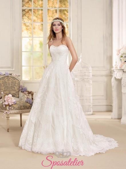 abito da sposa 2018 confezionato in pizzo e dallo stile vintage