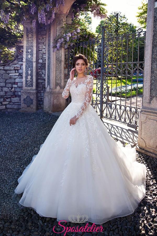872a2516df3f abiti da sposa modello a principessa con ampia gonna a vita normale con  veli di tulle ...