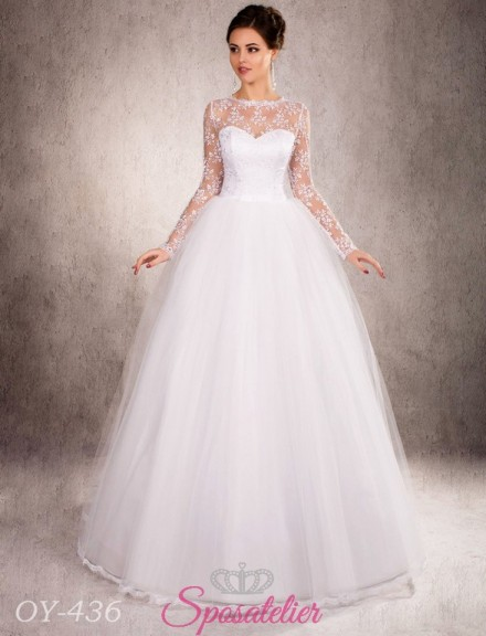 abito da sposa principesco con maniche lunghe con ricamo floreale di pizzo