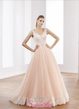 abiti da sposa due colori rosa con orlo di pizzo bianco delicato