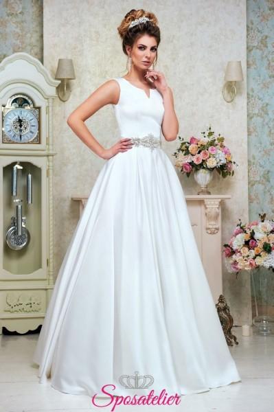 abito da sposa elegante con cintura con strass collezione 2018