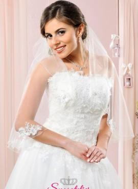 velo da sposa corto online  decorato con elementi di pizzo sul bordo inferiore