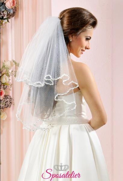 velo sposa corto con bordo ondulato decorato a mano con cristalli