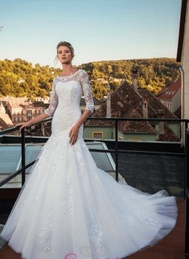 abiti da sposa a sirena in pizzo con strascico lungo ricamato