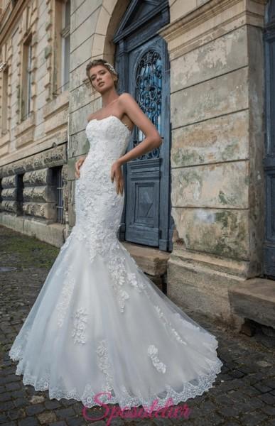 abito da sposa a sirena con scollo a cuore e strascico ricamato
