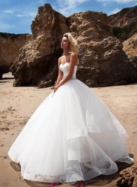 abito da sposa 2018 con gonna vaporosa e punti luce sul corpetto su misura