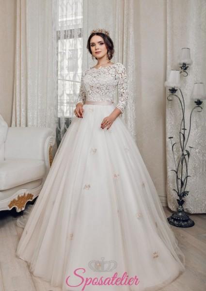abiti da sposa modello principessa colorati con decori in pizzo