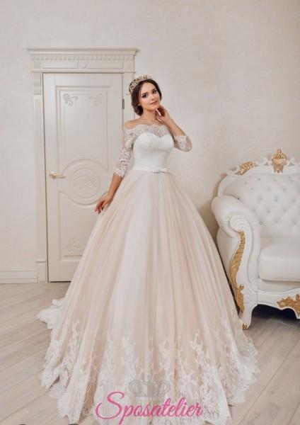 vestito da sposa romantico con gonna colorata e scollo a barchetta