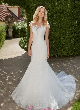 vestiti da sposa  sirena particolare in pizzo con bottoncini sulla schiena