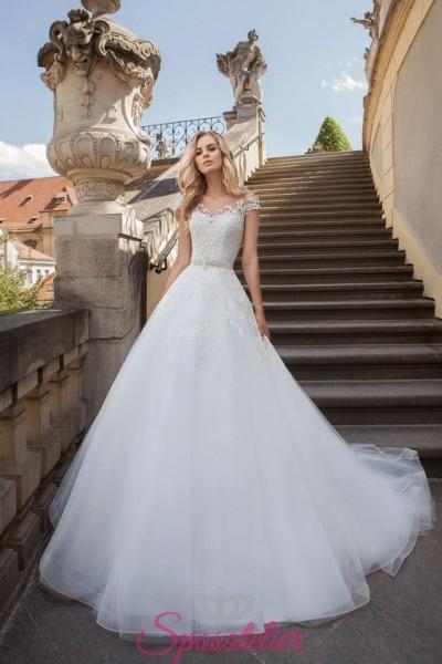 Fantastico abito da sposa principesco in pizzo pregiato e gonna a nuvola