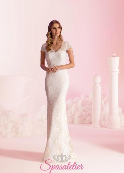 vestito da sposa a tubino ricamato in pizzo stile sirena
