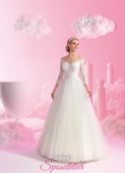 abiti da sposa da principessa con schiena trasparente e scollo a barca