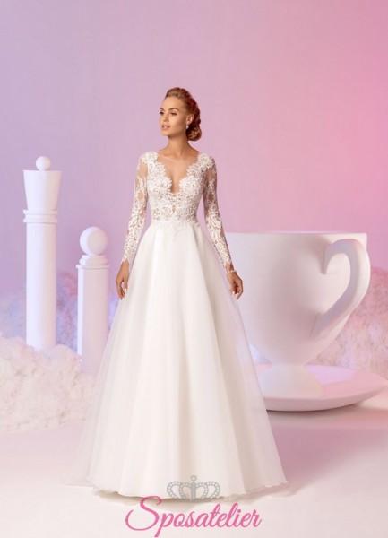 abito da sposa particolare scollato in pizzo con maniche lunghe