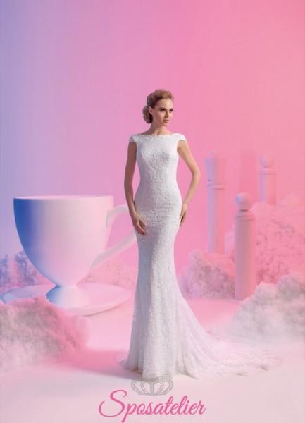 vestito da sposa a sirena in pizzo con scollo tondo