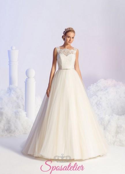 abiti da sposa semplici ed eleganti con ricami in pizzo collezione 2018