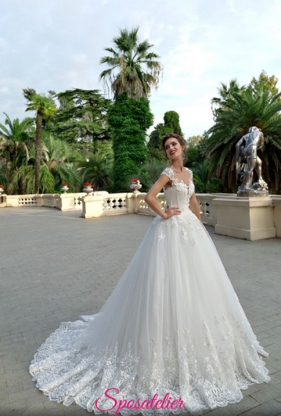 abiti da sposa da principessa con gonna voluminosa e  corpetto di pizzo