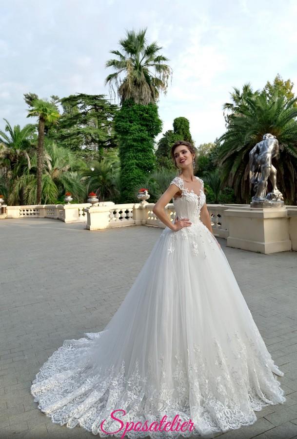 c4624aa7f73f abiti da sposa da principessa con gonna voluminosa e corpetto di pizzo