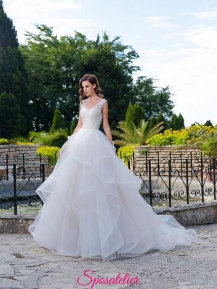 abiti da sposa da principessa con gonna a balze voluminosa e  corpetto di pizzo