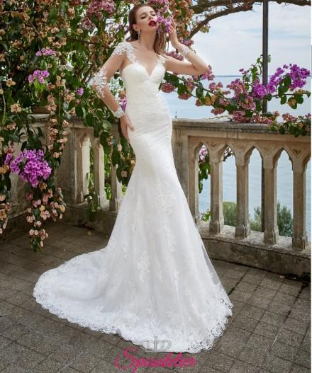 abito da sposa a sirena collezione 2019 ricamato in pizzo con maniche